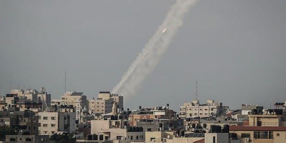 Raketen werden aus dem Gazastreifen auf Jerusalem abgefeuert.