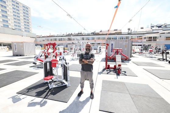 Inhaber Ussy Doleh hat das Fitnesscenter im Freien in nur einer Woche auf die Beine gestellt.