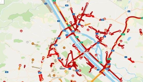 Auch Stunden nach dem Vorfall steht der Verkehr in weiten Teile des Wiener Straßennetzes lahms.