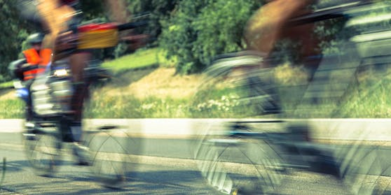 Die beiden Rennradfahrer wurden verletzt.