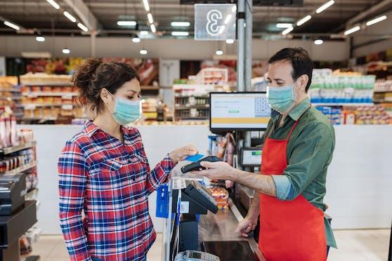Viele BAWAG-Kunden meldeten Probleme mit ihren Bankomatkarten. Dies liegt an einer technischen Panne. Seit Mittag sollten die Karten wieder funktionieren. (Symbolbild)