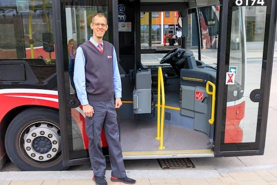 In seinem Job bewegt Wiener Linien-Busfahrer Andreas Weilguni die Wiener. Privat brachte er Bewegung in seine berufliche Qualifikation: In der Karenz holte er den Lehrabschluss als Berufskraftfahrer nach.