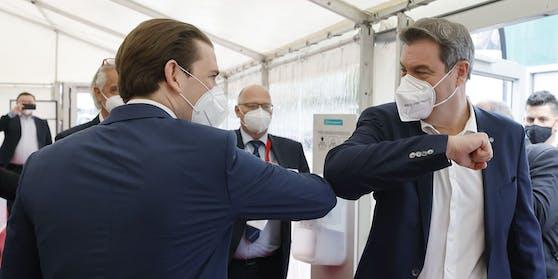 Bayerns Ministerpräsident Markus Söder (rechts) begrüßt Österreichs Bundeskanzler Sebastian Kurz