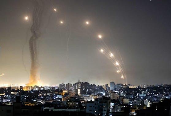 Israel wird seit Tagen mit Raketen aus dem Gazastreifen angegriffen. Mittlerweile hat auch die österreichische Bundesregierung ihre Solidarität mit Israel erklärt.
