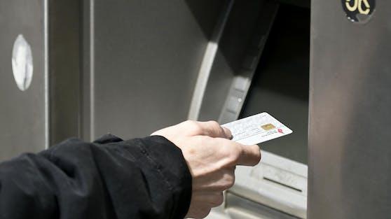 Ein 21-Jähriger muss nun eine Zeit lang ohne Bankomatkarte auskommen.
