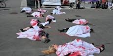 Aktivisten legen sich für Gewaltschutz blutig ins Zeug