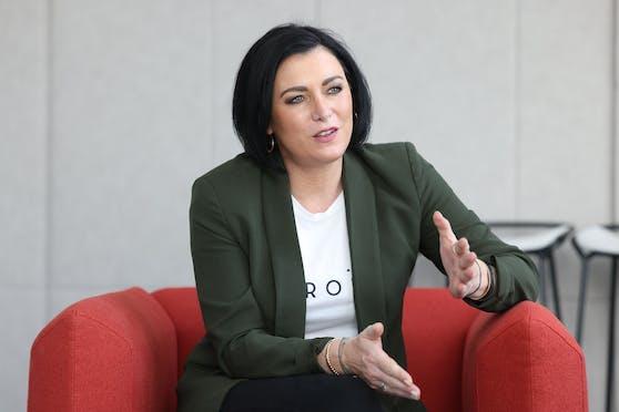 "Tourismusministerin Elisabeth Köstinger (VP) zu Besuch bei ""Heute"""
