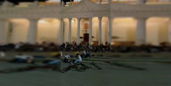 Am Karlsplatz wurde am Dienstag ausgelassen gefeiert.