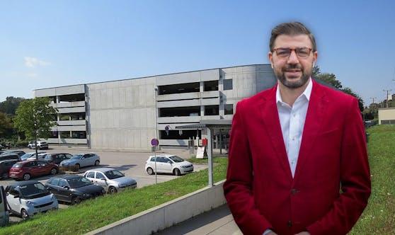 Martin Peterl und die Stockerauer P&R-Anlage im Hintergund.