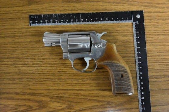 Diese Waffe wurde bei dem Verdächtigen sichergestellt.