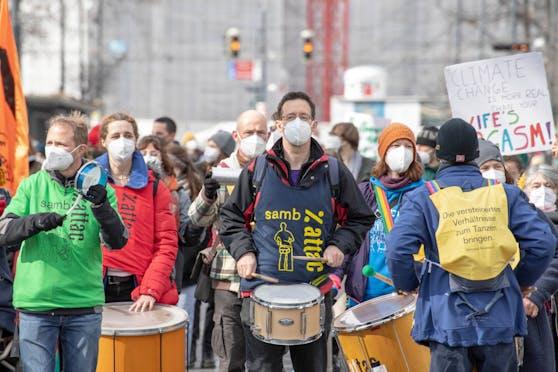 """Die Umweltbewegung """"Fridays for Future"""" hat österreichweit zu Protesten vor den Wirtschaftskammern aufgerufen."""