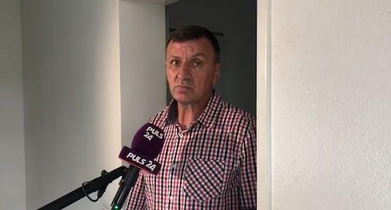 Der Nachbar der Familie, Herr Ibrahim, glaubt nicht an einen Mord.