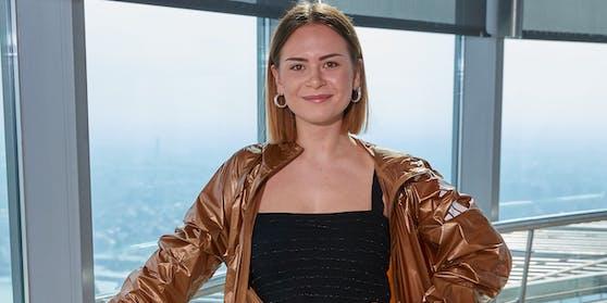 """Sängerin Mathea will für Österreich den """"Free ESC"""" gewinnen."""
