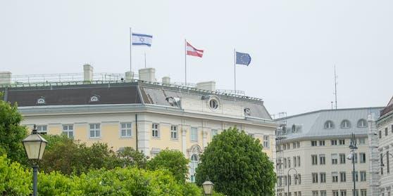 Israels Fahne auf dem Bundeskanzleramt