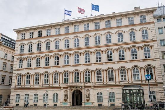 Auch am Außenministerium weht die Israel-Fahne