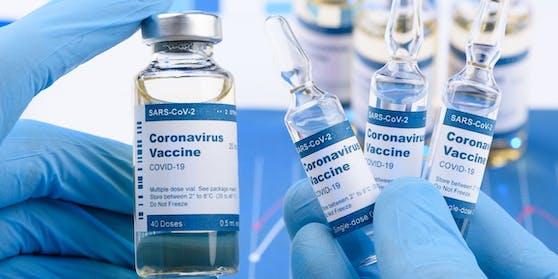 Die Impfstoffe von Biontech/Pfizer, AstraZeneca und Moderna dürften auch vor den indischen Corona-Mutationen gut schützen.