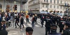 Wasserwerfer und WEGA wegen Demos in Wiener City