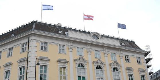 Die israelische Fahne wehr über dem Außenamt am Minoritenplatz