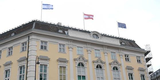 Israelische Fahne am Bundeskanzleramt sorgt für internationales Aufsehen