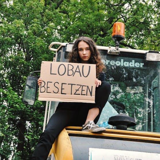 Die Sprecherin des Jugendrats Lena Schilling (20) nimmt sich im Kampf gegen den Lobautunnel Anleihen an der Besetzung Hainburgs und will persönlich Bagger stoppen.