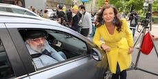 Video: Kabarett-Star Niavarani geht auf Autofahrer los