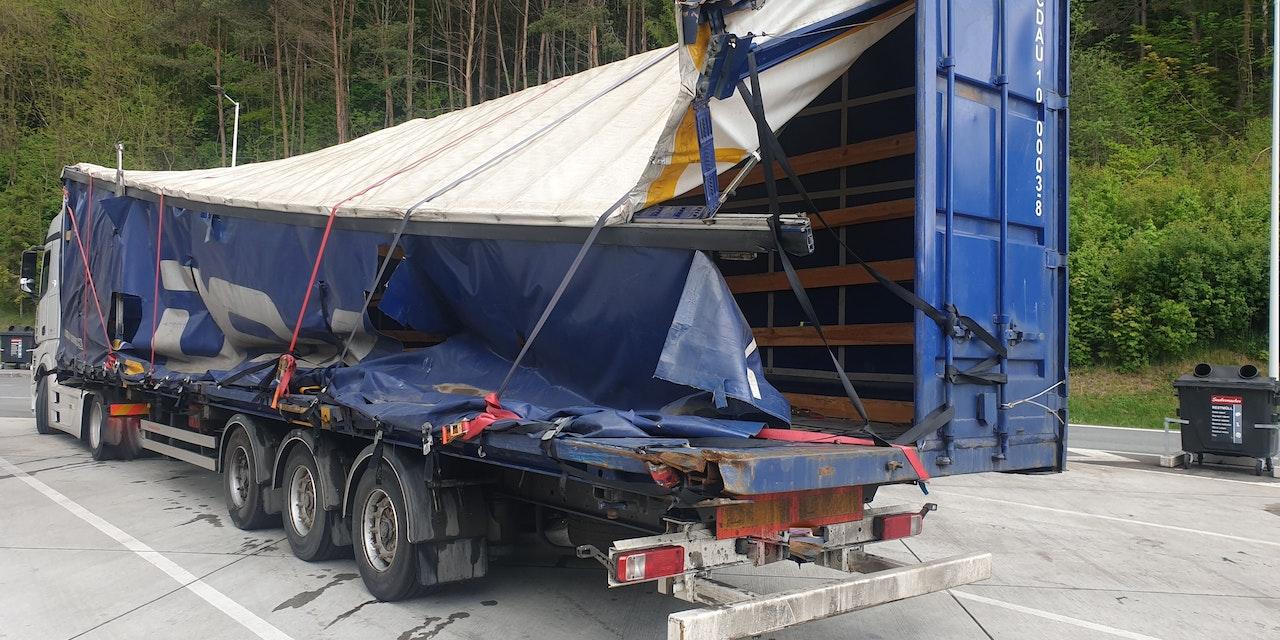 Polizei fassungslos, wie Lkw-Lenker auf Autobahn fuhr