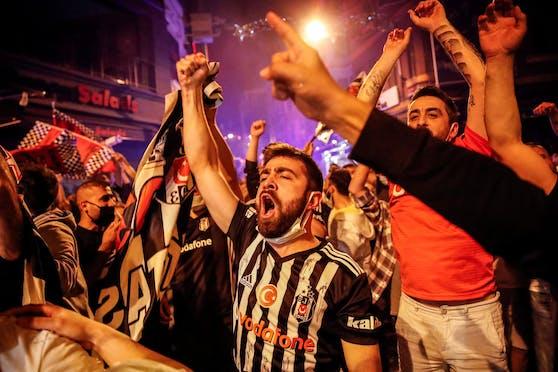 Besiktas-Fans feiern den Meistertitel in Istanbul
