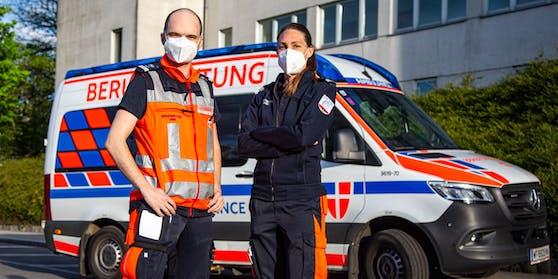 Rettungssanitäter Stefan und Sandra halfen den Kindern auf der A23 in Wien.