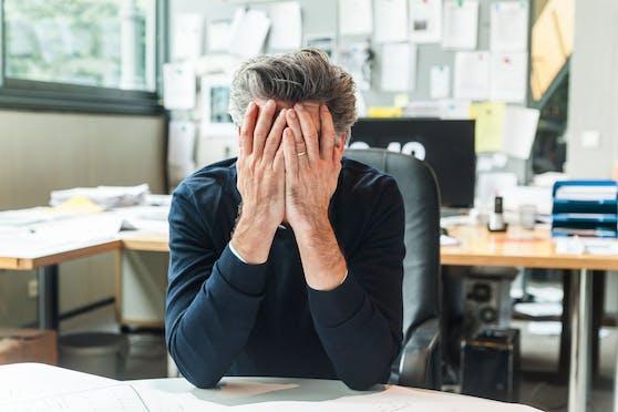 Wer mehr als 55 Stunden pro Woche arbeitet, geht ein großes gesundheitliches Risiko ein.