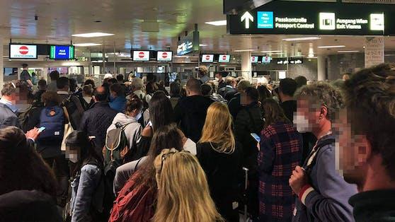 Der Andrang bei der Passkontrolle war am Sonntag groß.