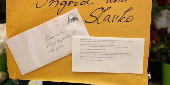 Das Schreiben der anonymen Spender ziert das Plakat des Paares.
