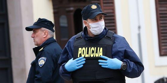 Die Polizei nahm in Zagreb einen gewaltbereiten Maskenverweigerer fest. (Symbolbild)