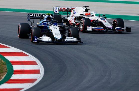 F1 Insights powered by AWS helfen FORMEL 1-Fans dabei, sekundenschnelle Entscheidungen auf der Rennstrecke zu verstehen.