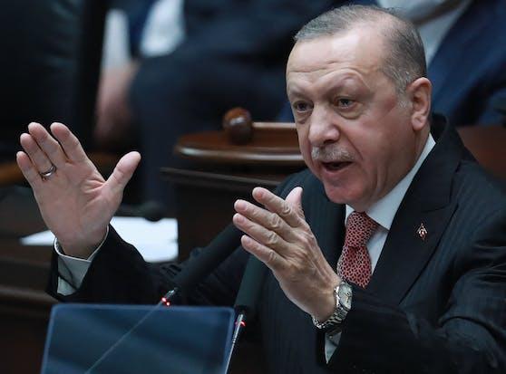 Der türkische Präsident Recep Tayyip Erdogan eskaliert mit Worten weiter.