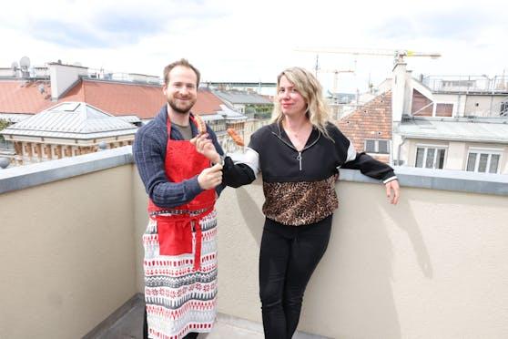 """Heute""-Redakteuren Christian Tomsits und Sandra Kartik ging's um die Wurst."