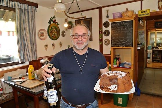 Auch Hüttenwirt Christian Moser bereitet sich schon auf die Gastroöffnung vor.