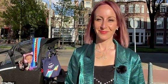 Tochter Zena unterbrach  BBC-Auslandskorrespondentin Anna Holligan vom Wagen aus.