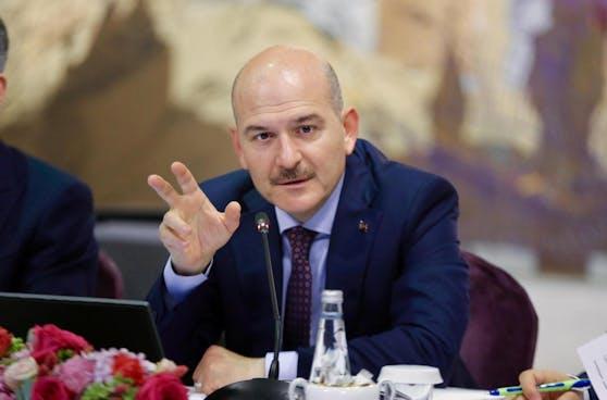 Süleyman Soylu zeigt Mafiaboss Sedat Peker an.