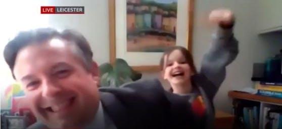 Annie beim Interview von Papa Jonathan
