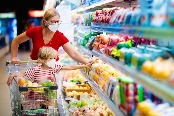 In Wien werden künftig weiterhin Masken im Supermarkt zu tragen sein. Es reicht ein Mund-Nasen-Schutz.