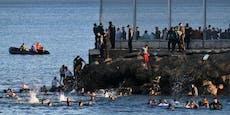 Tausende Flüchtlinge schwimmen jetzt in die EU