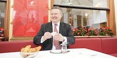 Wien-Stadtchef Ludwig genießt Kaffee nach Lockdown