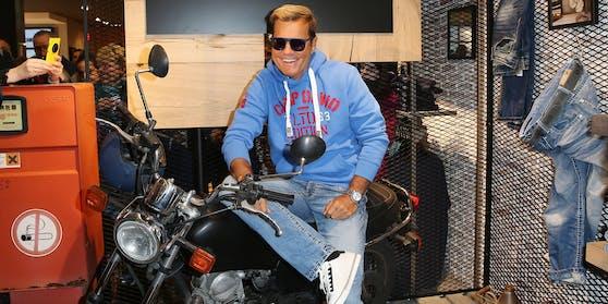 Während eines Ausflugs auf den Straßen Mallorcas wurde Dieter BohlenAugenzeuge eines Motorrad-Unfalls.