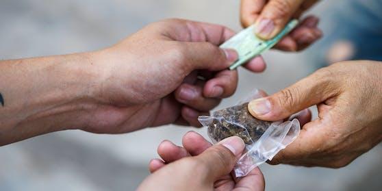 2020 wurden in Wien rund 68,3 Kilogramm Heroin, 36,3 Kilogramm Kokain, 657,6 Kilogramm Cannabis, 19.222 Stück Ecstasy sowie 5,9 Kilogramm Amphetamin, 5,9 Kilogramm Methamphetamin und 73,9 Kilogramm Khat sichergestellt.