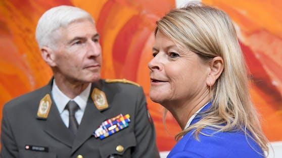 Generalstabschef Robert Brieger und Verteidigungsministerin Klaudia Tanner (ÖVP)