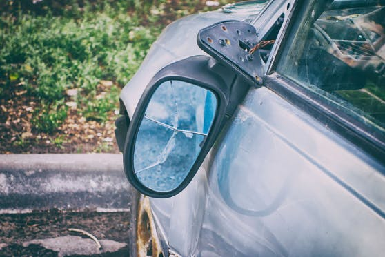 In Graz beschädigte eine Betrunkene die Seitenspiegel von acht Fahrzeugen. (Symbolbild)