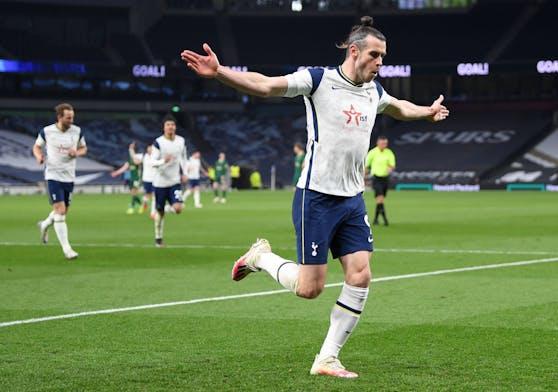 Gareth Bale jubelt über seinen Hattrick.