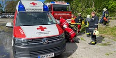 Feuerwehrmann bei Sturm-Einsatz von Baum getroffen