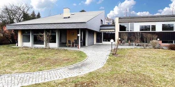In diesem Haus, das über die Plattform Airbnb gemietet werden kann, fand am Freitagabend ein Geburtstagsfest statt.