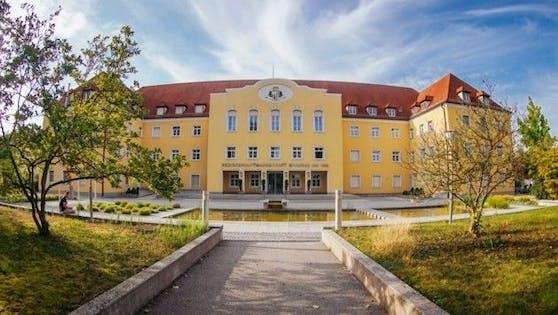 Die BH Braunau bestrafte die beiden Brüder mit je 450 Euro Strafe für die stehen gelassenen Bierdosen.